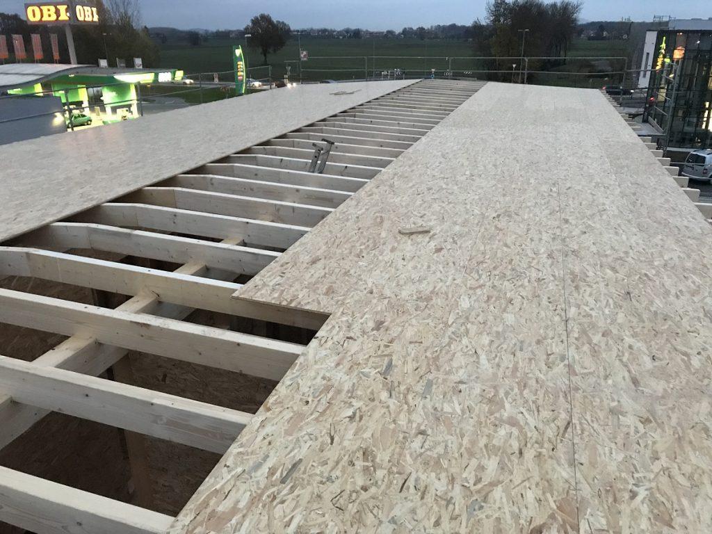 Lesen poslovni objekt, priprava strehe z OSB za polaganje izolacije in BAUDER strešne folije